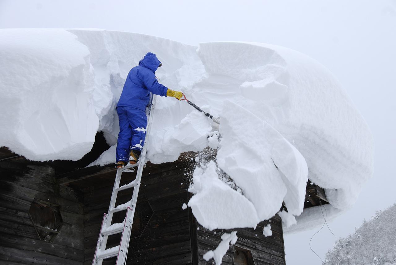 豪雪地帯の雪下ろし